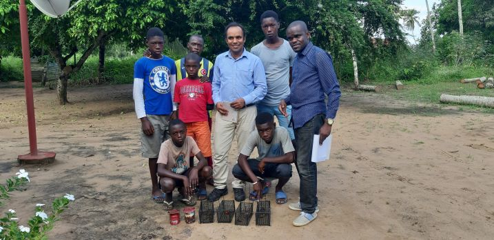 Involving the local community in rodent trapping