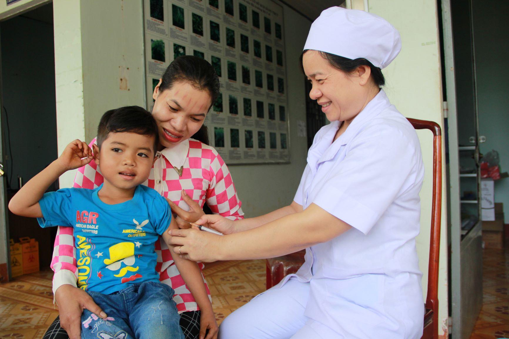 Vietnam | Community health vaccinations | Binh Phuoc province - Nguyen Hoang Yen